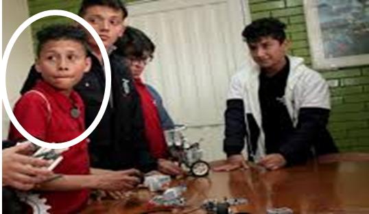 Que vergüenza. KEVIN MANTILLA, de 15 años, joven santandereano desplazado debe pide dinero, para viajar al Mundial de Robótica, junto a su equipo: a representar a Colombia.