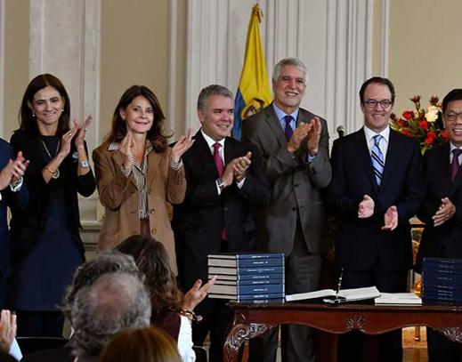 Después de 70 años, Bogotá firmó contrato para construir el metro