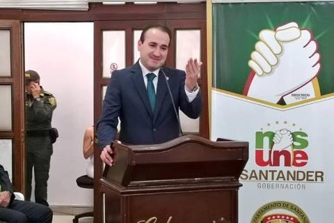 Andrés Fandiño Gobernador de Santander (e)