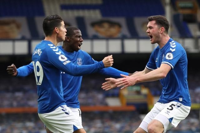 Otro buen partido para James: asistencia en empate de Everton contra Liverpool